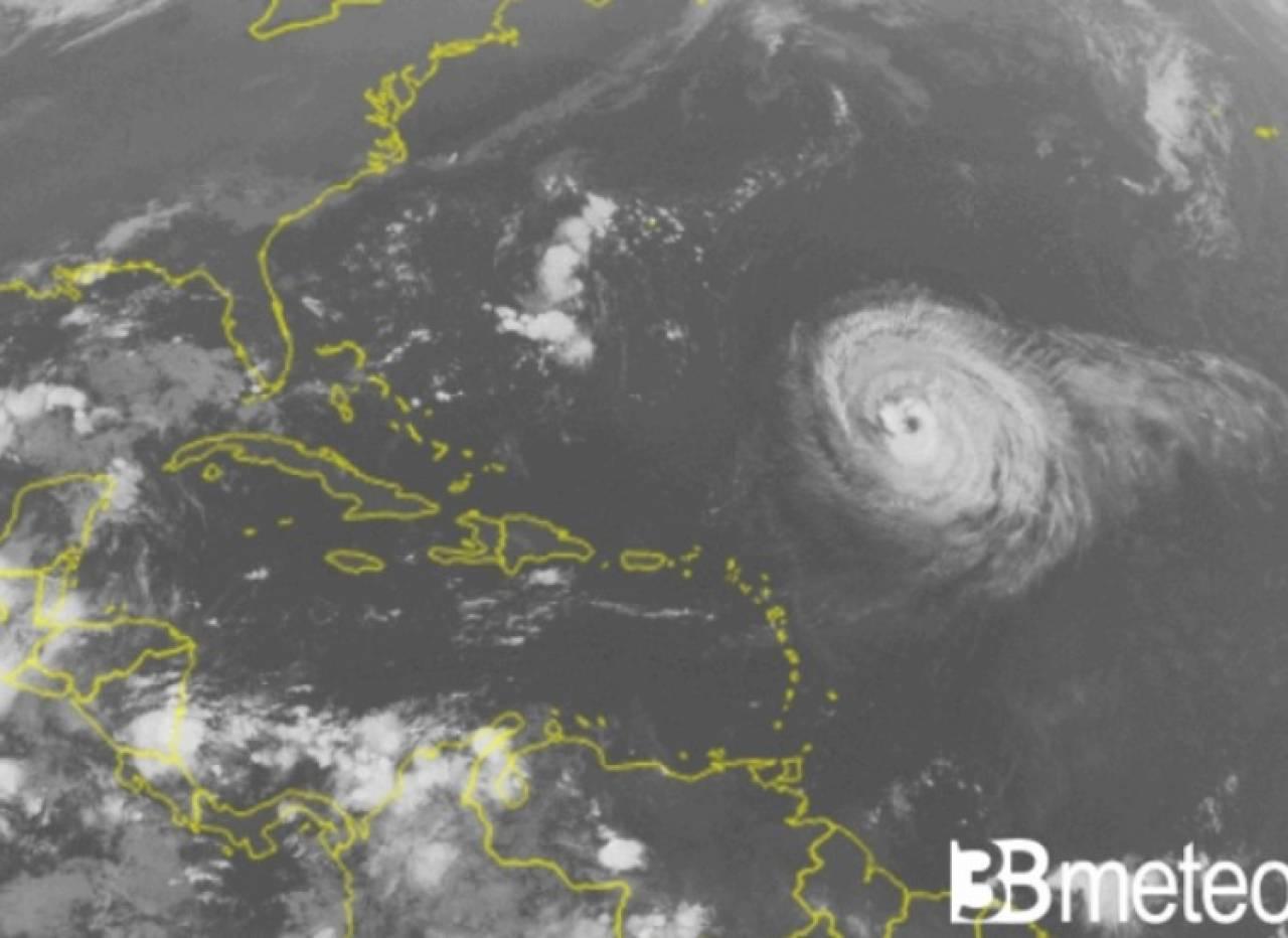 L'uragano Larry visto dal satellite