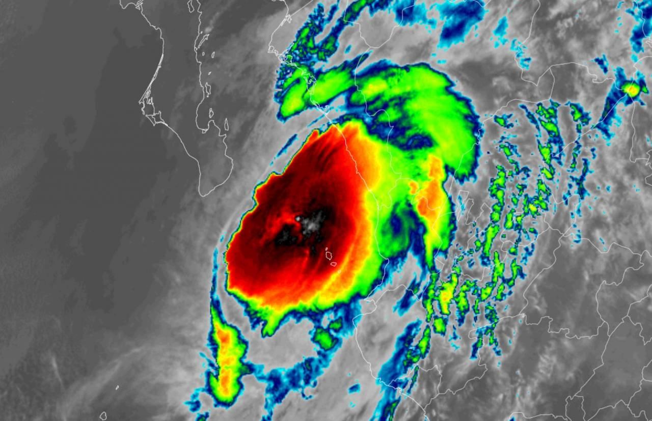 L'uragano Pamela verso la costa messicana