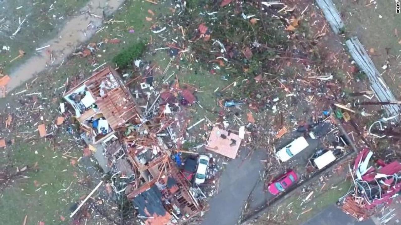 Usa, violento tornado a Nashville in Tennessee. Almeno 22 morti