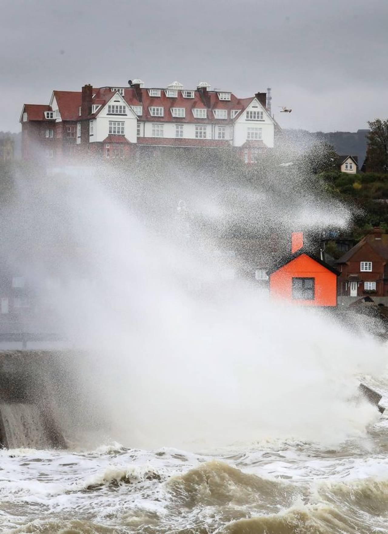 La furia del mare e del vento sull'Inghilterra