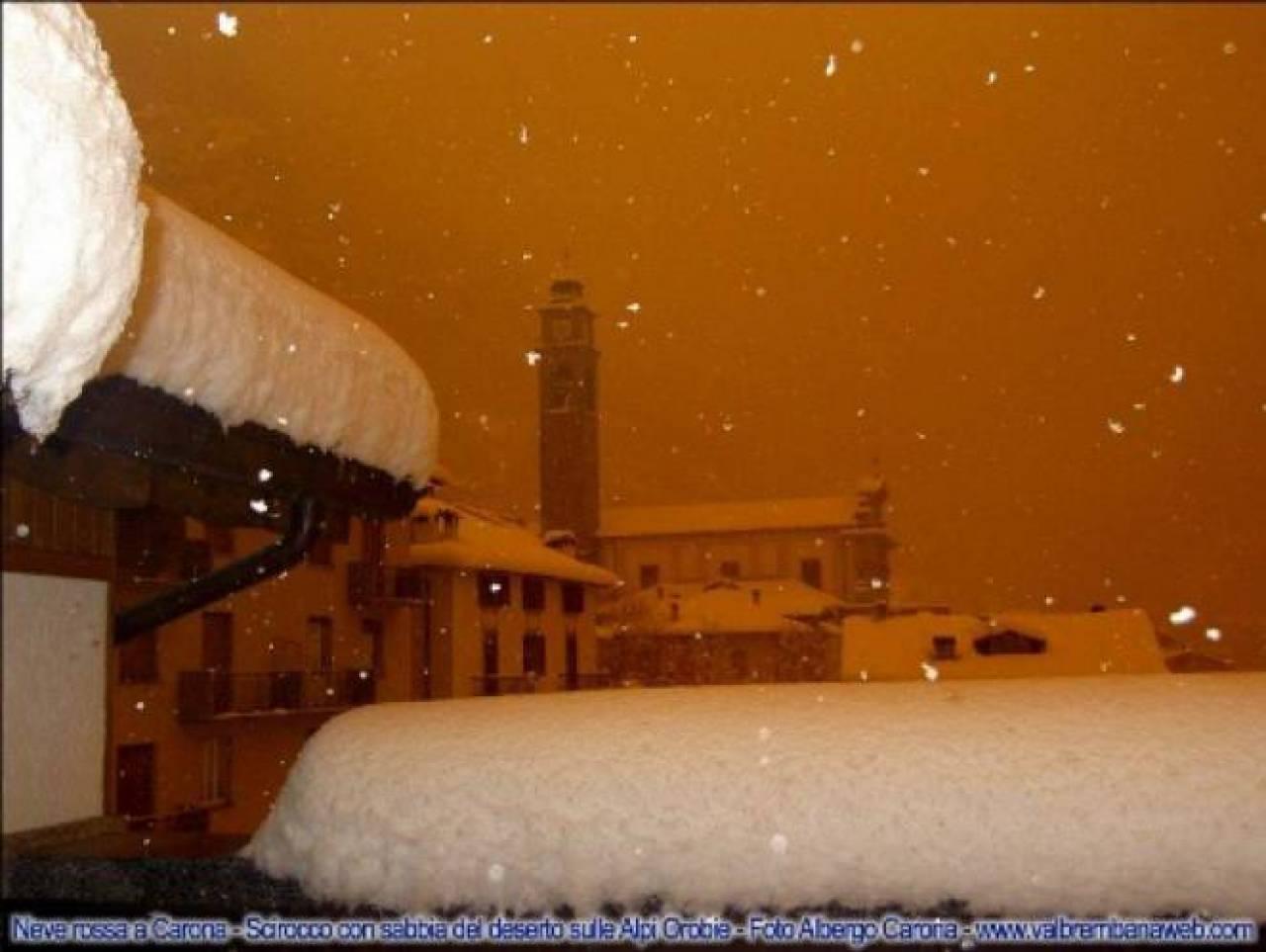 La neve rossa in Val Brembana del 2004