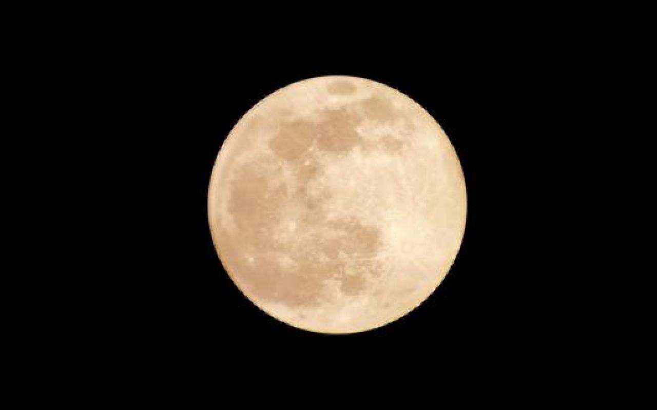 La notte tra il 26 e il 27 aprile arriverà la Superluna rosa