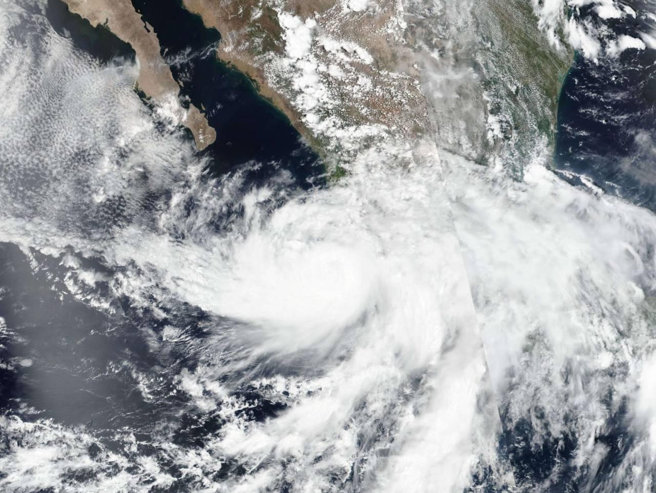 La tempesta tropicale Enrique vista dal satellite