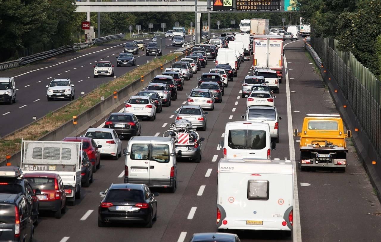 Traffico: CHIUSA AUTOSTRADA tra BERGAMO e CAPRIATE per ribaltamento autotreno