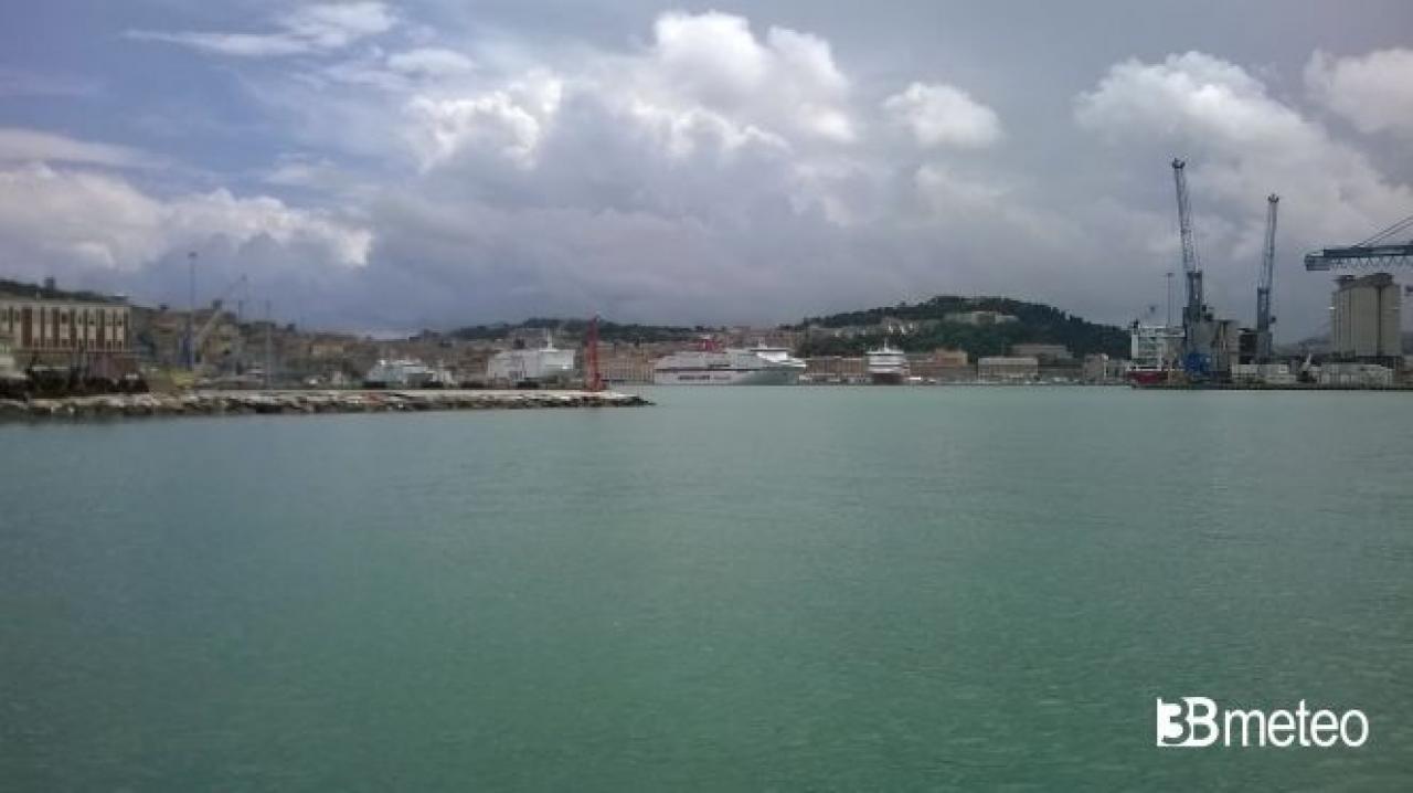 Meteo Ancona: Sabato qualche acquazzone, Domenica più sole