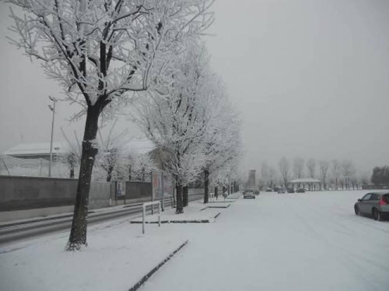 Neve chimica in Val Padana in un'immagine di archivio