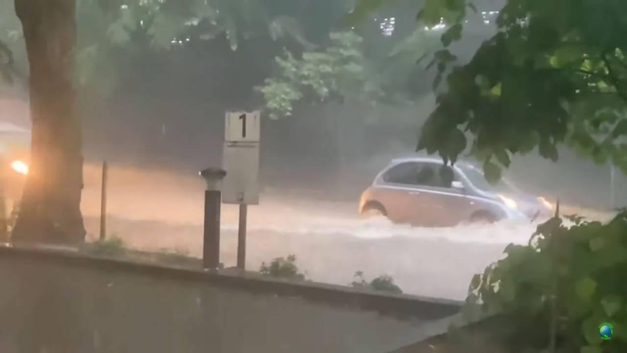 Piogge alluvionali colpiscono Londra