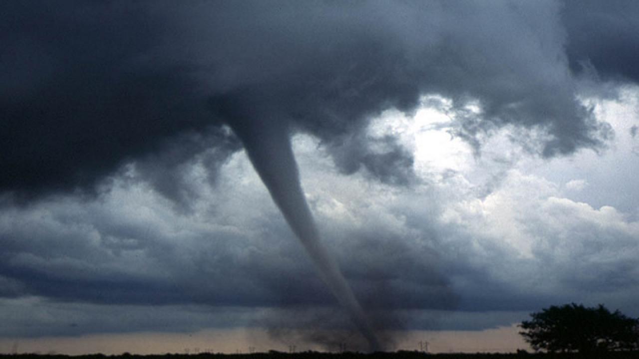 Raro e violento tornado colpisce la Russia, vittime e feriti