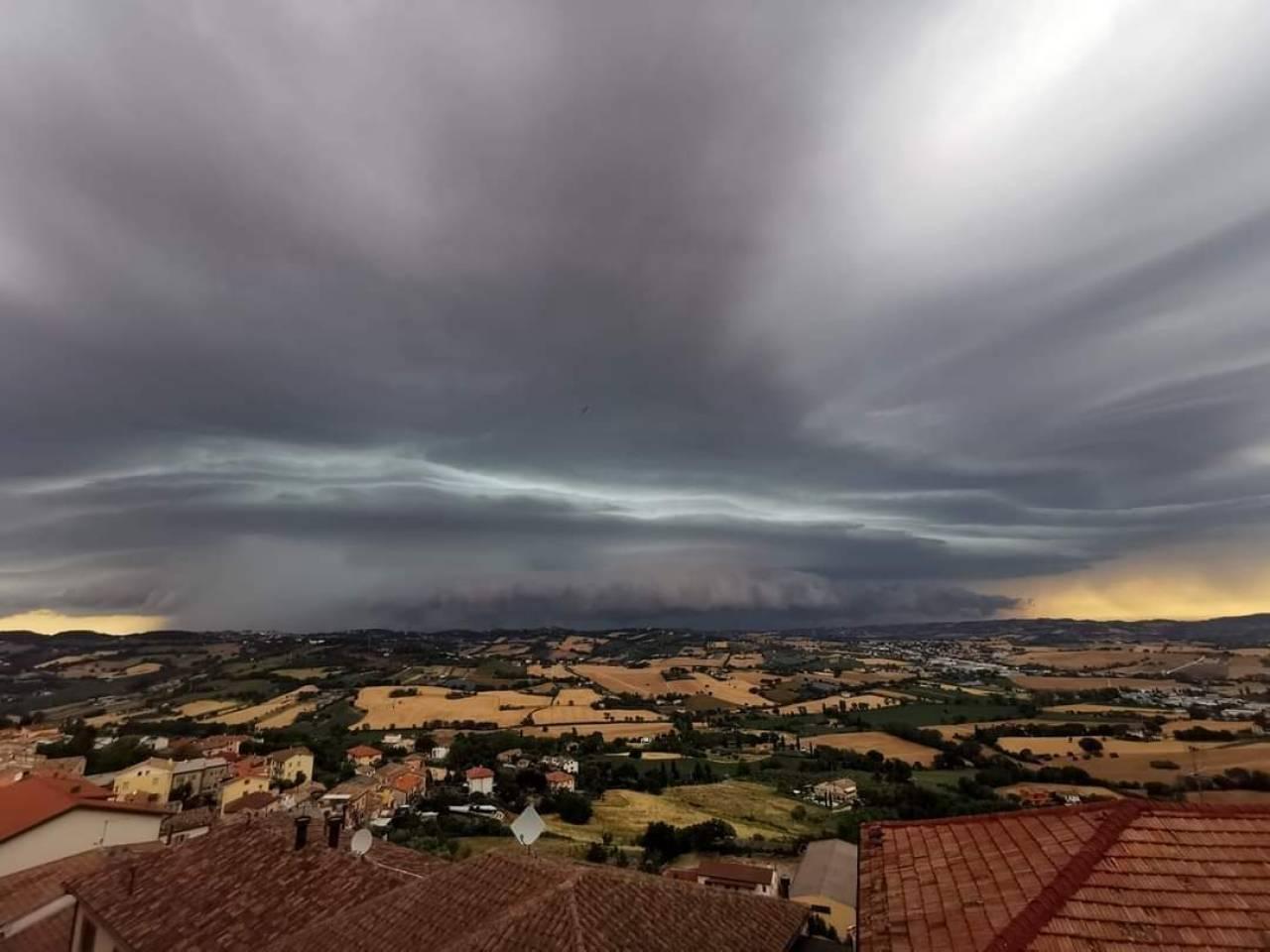 Splendida foto del temporale di Ancona, di Sara Capriotti