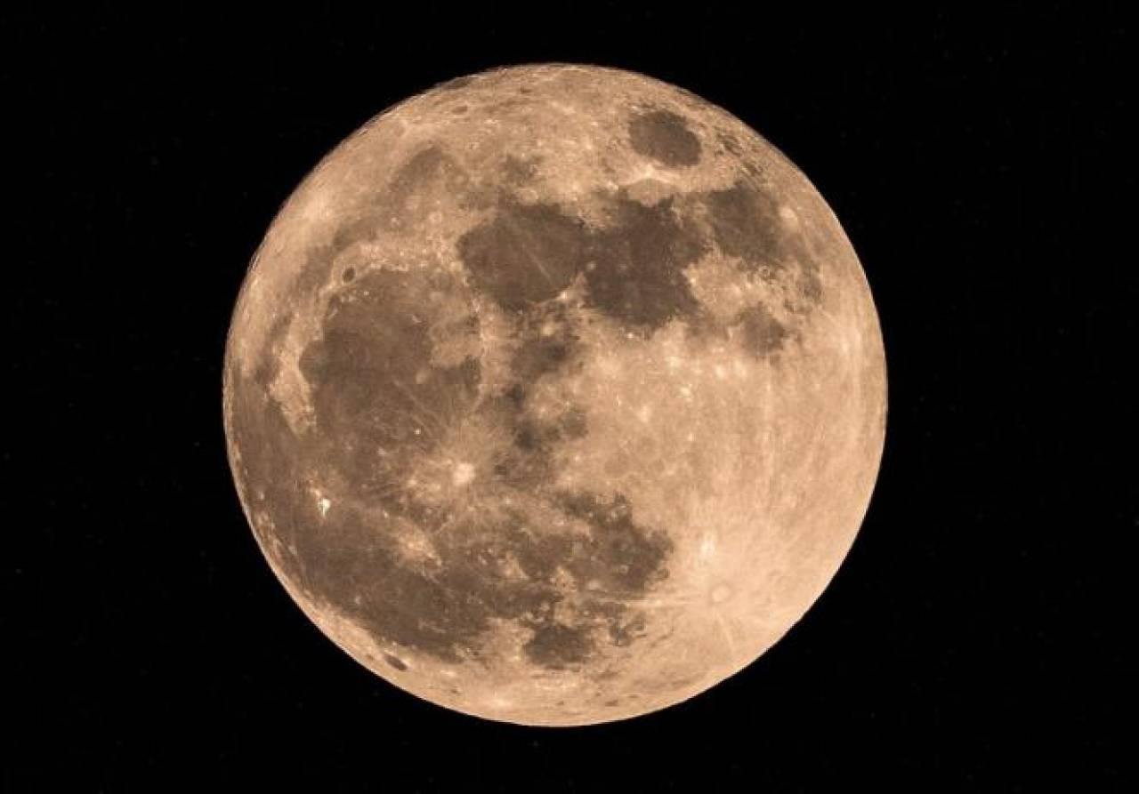 Stasera la Superluna di fragola!