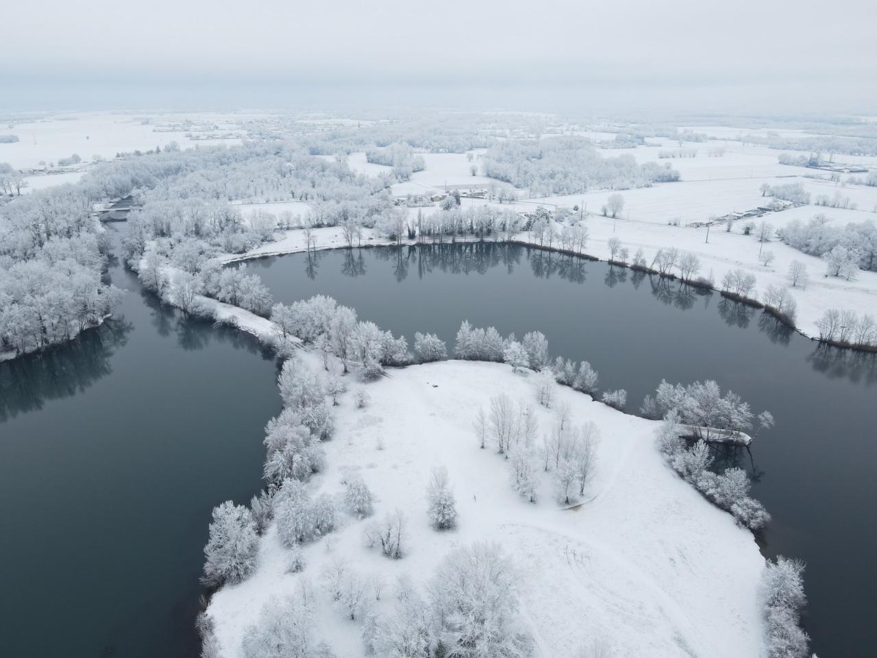 Tarbes, il Lago di Bours sotto la neve (Fonte immagine: Météo Pyrénées via Facebook)
