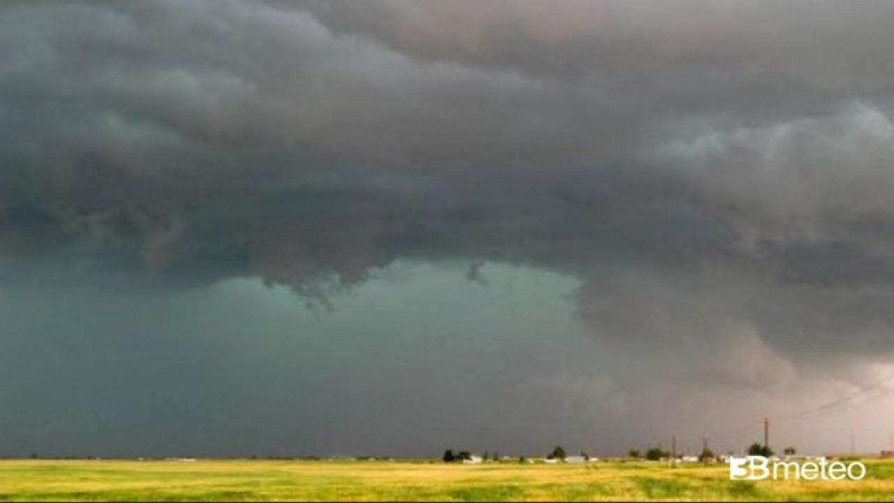 Meteo Italia. Acquazzoni e temporali previsti al Centro Sud fino a mercoledì
