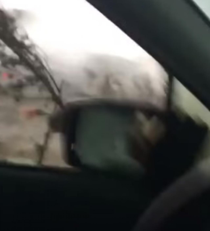 Quebec. Potente tornado raggiunge un'auto. Si scatena il panico dentro l'abitacolo