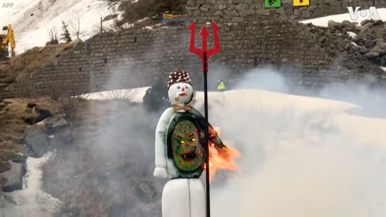Tradizionale esplosione del pupazzo di neve in Svizzera che annuncia l'arrivo dell'estate