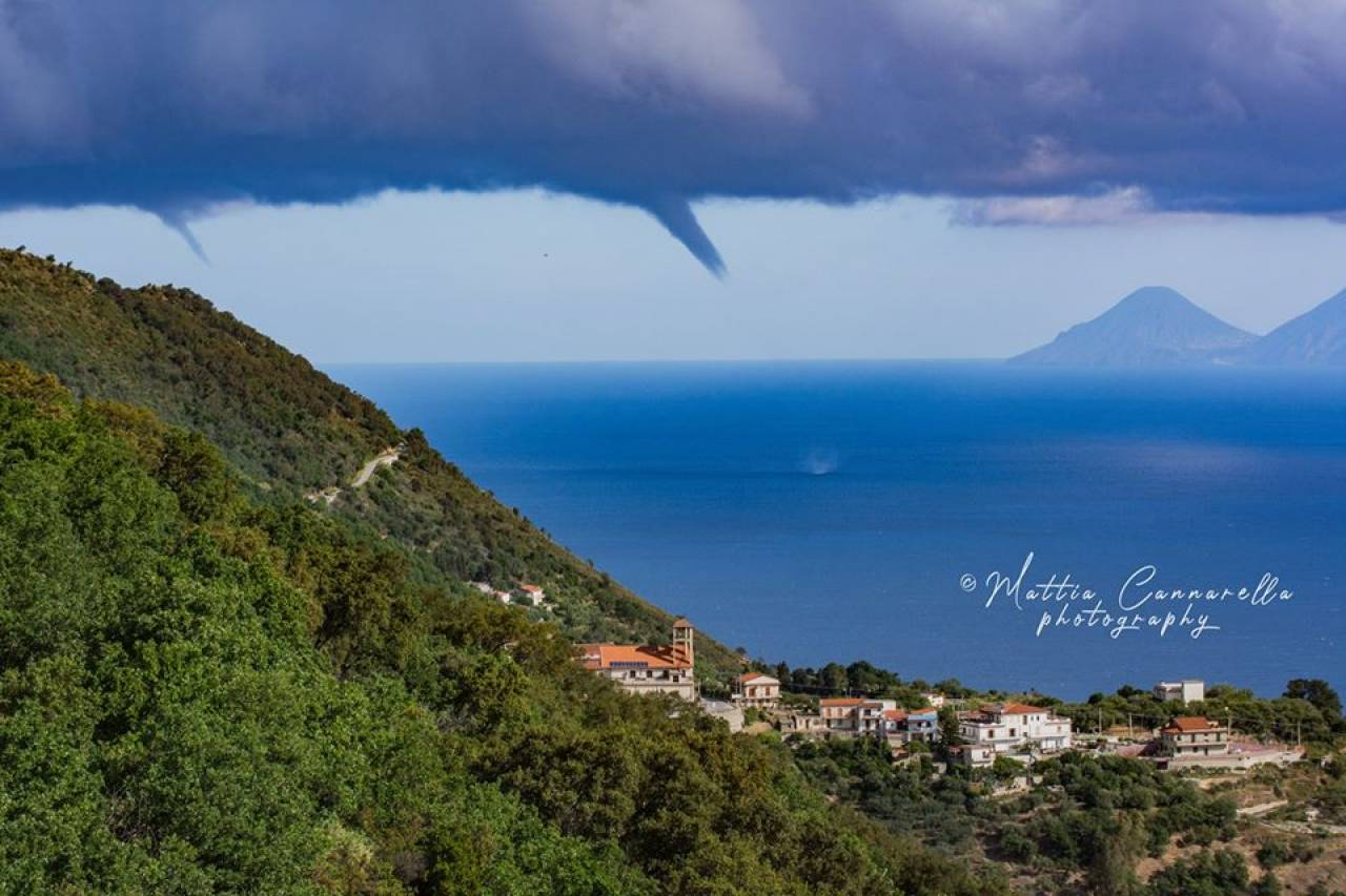 Tromba marina al largo di Gioiosa Marea (ME). Foto di Mattia Cannarella