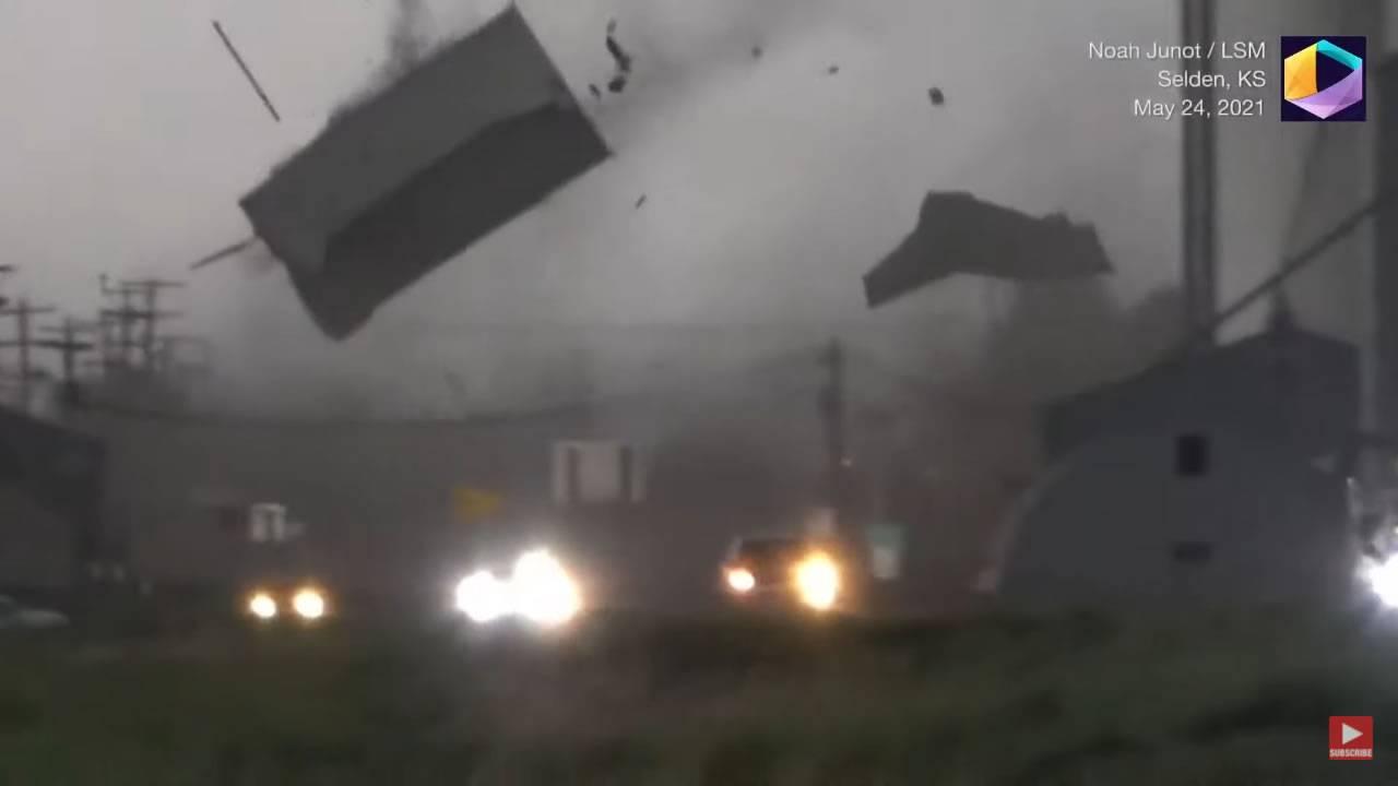 Violento tornado colpisce la campagna del Kansas