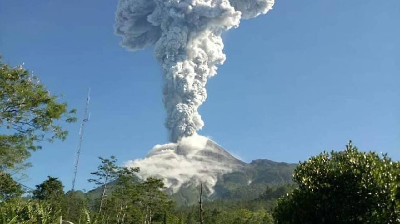Vulcano Merapi torna in eruzione