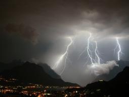 Violenti temporali nella notte su Alpi e Prealpi centro-orientali.