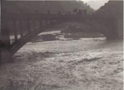 Le fiumare sono in piena durante una delle alluvioni che ha colpito la Calabria. immagine di repertorio