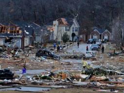 La devastazione dopo il passaggio del Tornado.