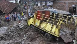 Maltempo in Indonesia - Alluvione lampo a Java, VIDEO.