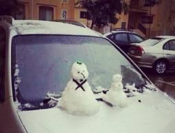 Pupazzetti di neve sui parabrezza (businessinsider.com)