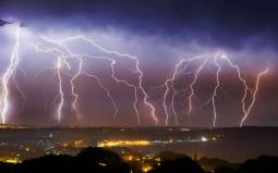 Spettacolare tempesta di Fulmini sul Regno Unito