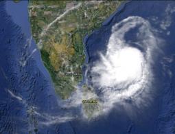 La tempesta immortalata dall'occhio del satellite.