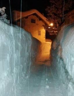 Muri di neve nell'alto Agordino (foto Emil Crepaz)