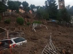 Frane sulle auto a Casargo, Valsassina, dopo il nubifragio. Fonte LECCONOTIZIE