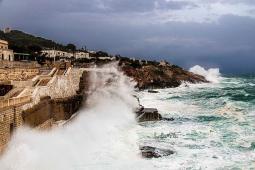 Vortice sul Tirreno: venti in netto rinforzo intorno all Italia