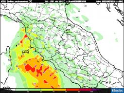 Potenziale energetico spendibile dai temporali serali sulla Toscana; possibili nubifragi con ripercussioni sulla viabilità stradale.
