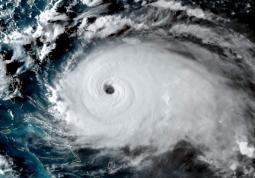 CLIMA - Attività umane ed eruzioni vulcaniche: le possibili cause dei cicli degli URAGANI in Atlantico