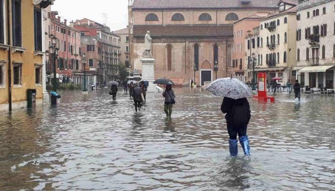 Acqua alta a Venezia, previsto nuovo picco alle 13.00 fino a 160cm