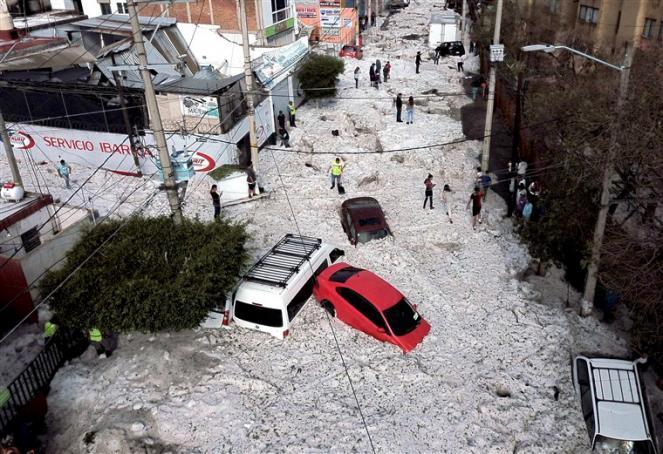 Alluvione di grandine a Guadalajara in Messico