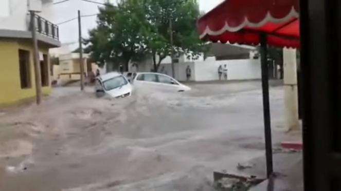 Alluvione di pioggia e grandine devasta la città di Santa Rosa in Argentina