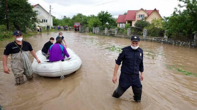 Alluvioni ed esondazioni, situazione critica in Ucraina