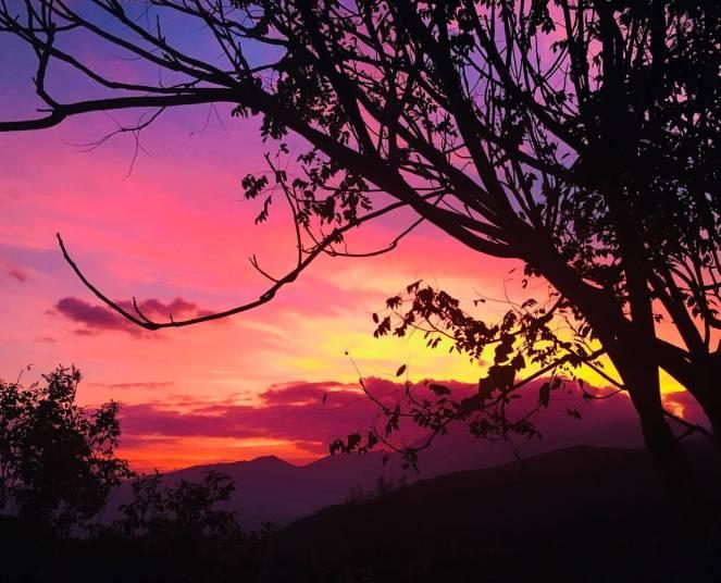 Altra foto del tramonto di ieri molto suggestiva. Emanuele Vece