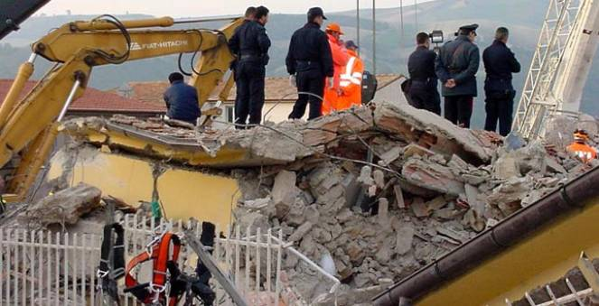 Anche l'edilizia in cemento armato deve essere a norma, tutti ricordiamo il tragico terremoto di San Giuliano di Puglia con il crollo della scuola
