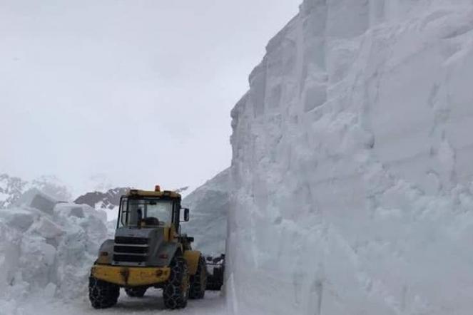 Ancora tantissima neve sul Gavia