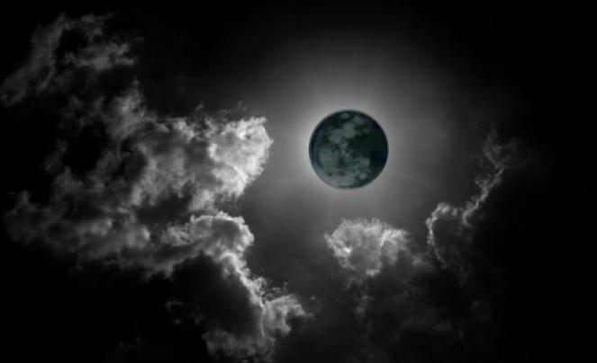 Risultati immagini per la luna nera
