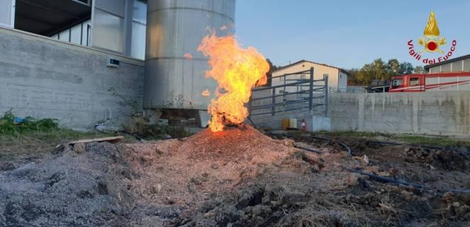 Avellino, Irpinia scavano un pozzo per cercare l'acqua e invece trovano il fuoco, giallo a Guardia dei Lombardi