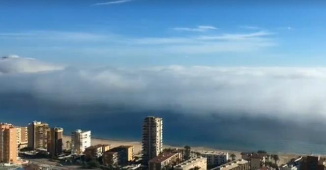 Benidorm - Spagna. Improvviso banco di nebbia dal mare