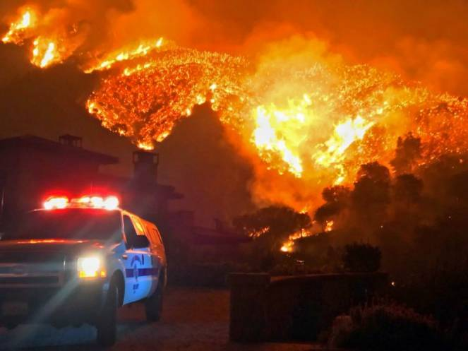 Incendi in California, 6 vittime e 38mila sfollati