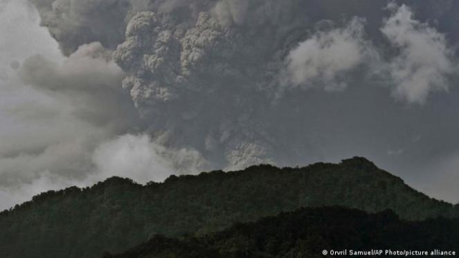 Caraibi: il vulcano La Soufriere aumenta la sua attività eruttiva, allerta massima sull'isola