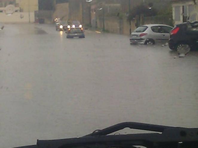 Castelvertano (Tp) strade allagate e auto bloccate (fonte castelvetranonews.it)