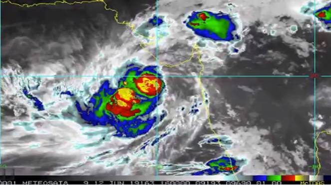 METEO: Ciclone Vayu inverte la rotta: imminente landfall sulla costa dell'India