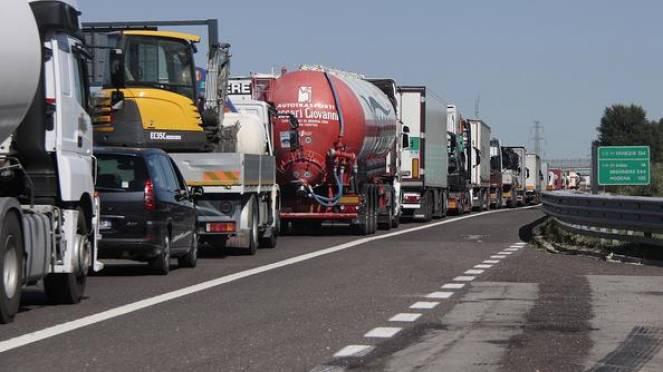 Incidenti, traffico congestionato in autostrada: code in direzione Venezia e sulla A13