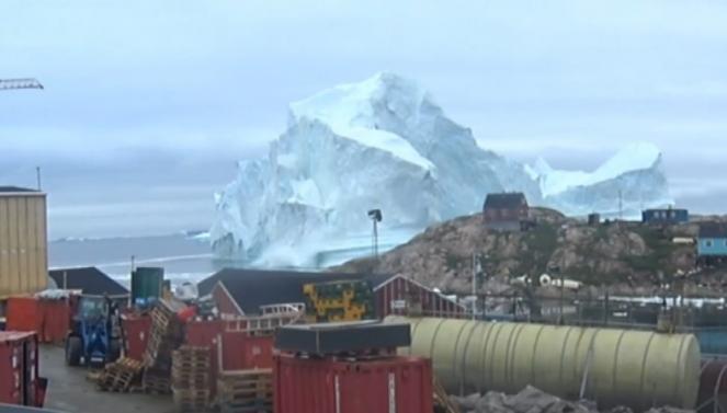 Iceberg Groenlandia, l'avvicinamento al villaggio in time-lapse