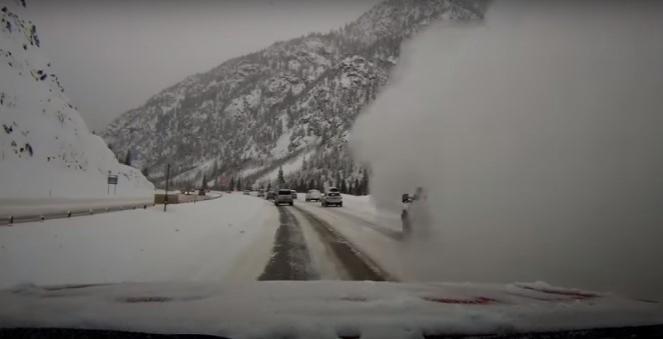 Colorado: valanga investe auto